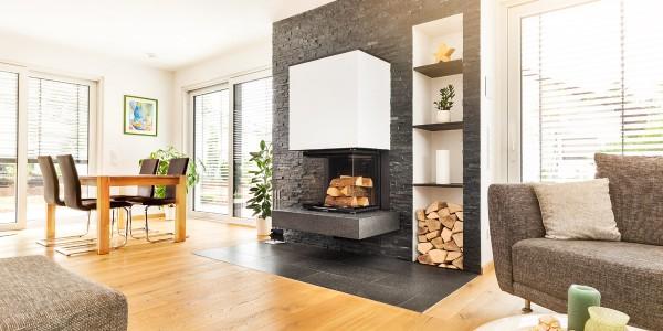 mq15-heizkamin-kachelofen-feuer-offen-wohnzimmer-holz-neubau-architektur-wand-klinker-schoener-wohnen-marquardt-dillingen-01-02